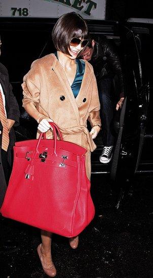 ...Леди Гага постоянно пополняет свою коллекцию сумок от бренда Hermes.
