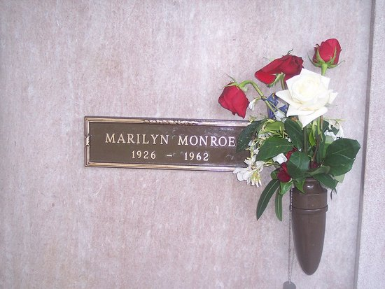 MM's gravesite....the day before the anniversary of her death.  So it was extremely quiet when I went there.