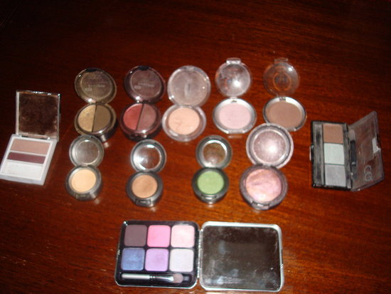 These are the thing I love dearly and consider my make up must haves.