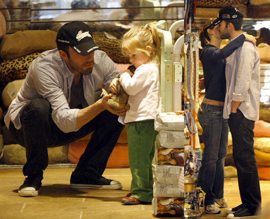 Jennifer Garner, Ben Affleck, And Violet Affleck at the Pet Store