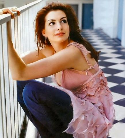 http://images.teamsugar.com/files/upl1/0/3620/16_2008/2%20anne%20hathaway.jpg