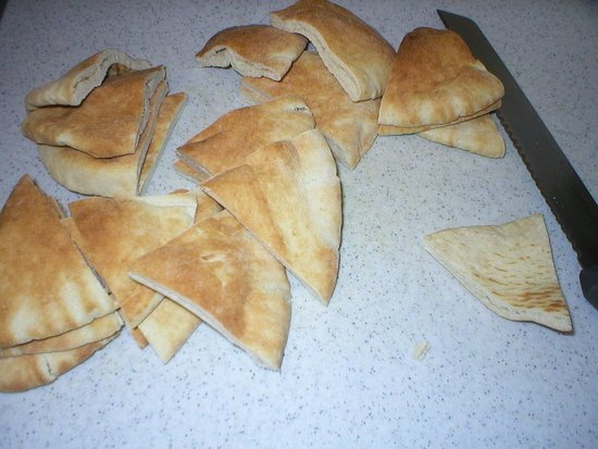 Cut pita bread in small triangles.