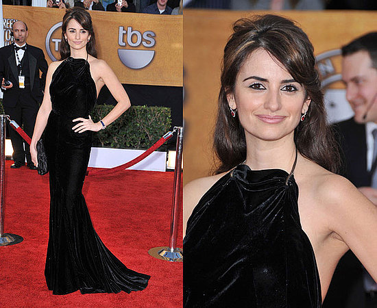 It's the gorgeous Penelope Cruz. The actress chose a body-hugging silhouette