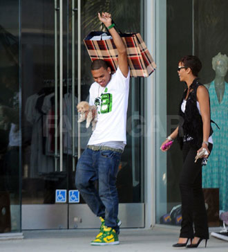 http://images.teamsugar.com/files/upl1/0/3987/38_2008/Rihanna-and-Chris.jpg