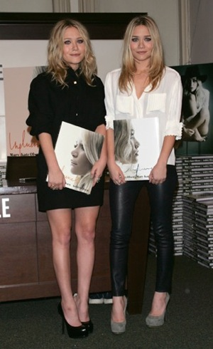 Mary-Kate and Ashley Olsen looked understated stellar at Barnes and Noble