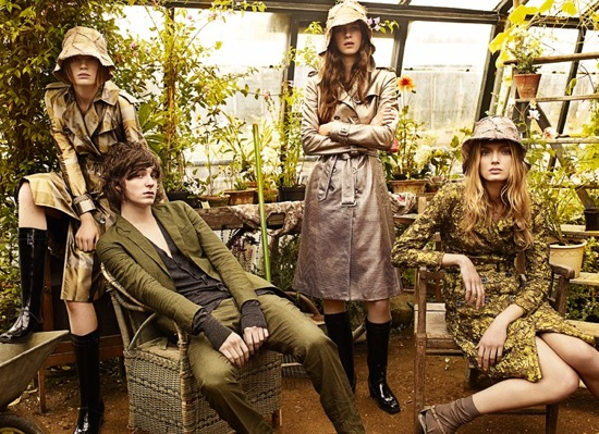 And, I spy Burberry's debut of The Gardener Bag. I'm loving these, are you?