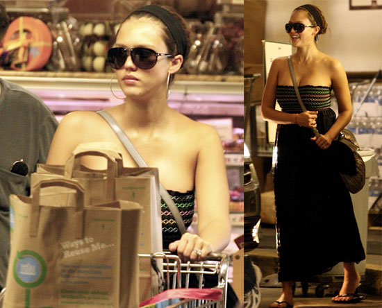 jessica alba body. Jessica Alba Goes Grocery