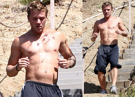 http://images.teamsugar.com/files/upl1/0/88/32_2008/8508-Ryan-Phillippe.jpg