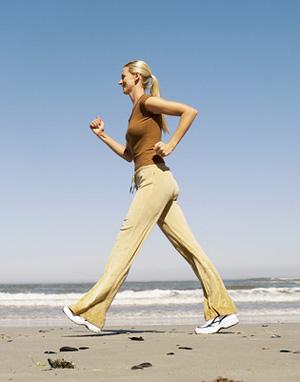 *المشي علاج جيد لمرضى القلب وضغط الدم* أصبحت الأمراض المزمنة