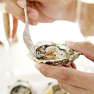 eating oysters - photo #26