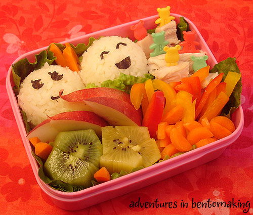 Cute bento with great colour, thanks to pikkopots