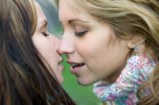 lesbian kiss photos