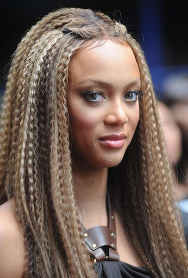 LOng Curly hairstyles for Round Face Asian Women