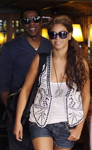 Beyonce Knowles Without Makeup. Without her fierce vest,