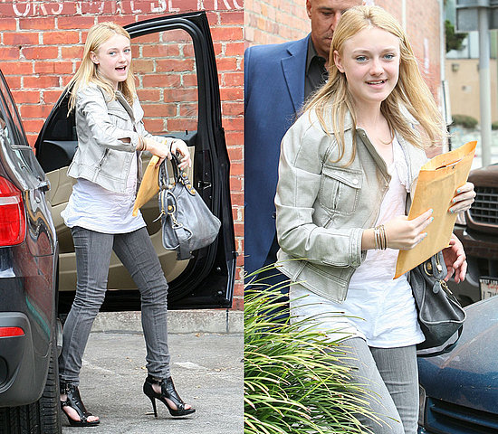 Kristen Stewart Y Dakota Fanning. official: Dakota knows her