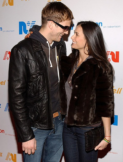 ashton kutcher and demi moore wedding pics. Power Couple: Demi Moore
