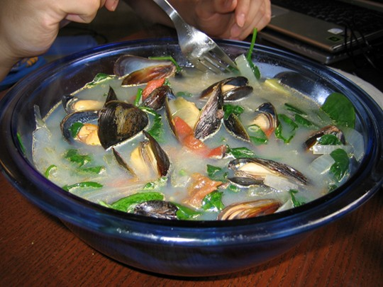 Plump mussels swimming in their own broth with ginger, onions, garlic, tomatoes and spinach. Eat it with rice and enjoy!