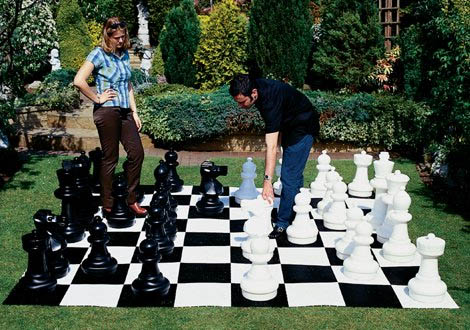 Lifesize chess sets help you get your game on popsugar tech for Ajedrez gigante jardin