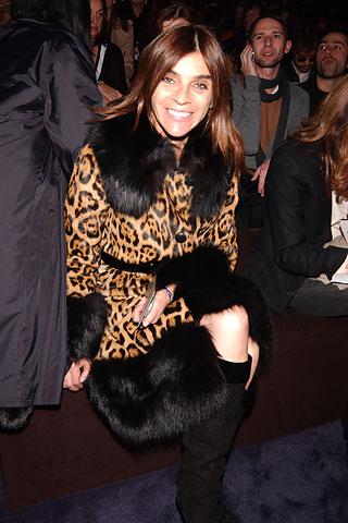 Мода - деловой стиль одежды для женщин.