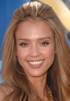 jessica alba eye makeup. Jessica Alba decided to go