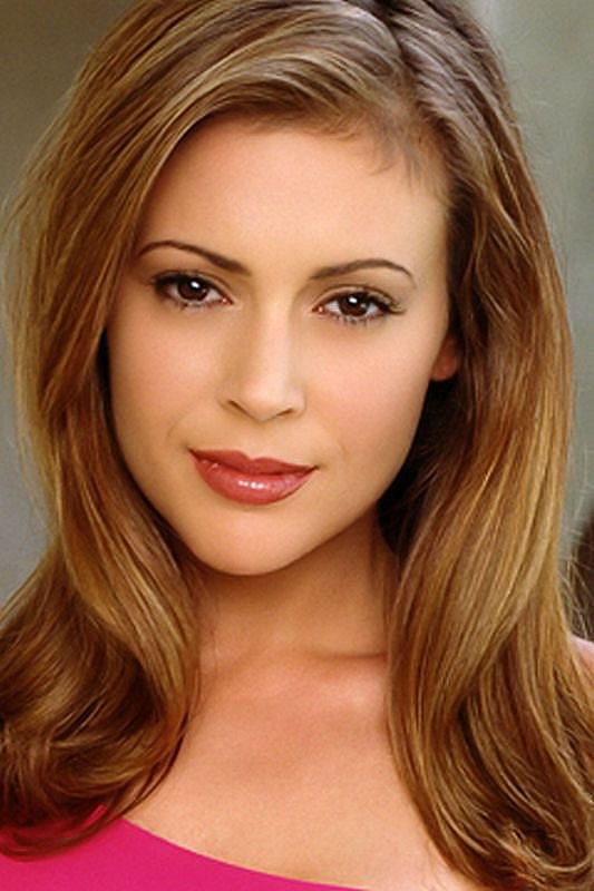 http://images.teamsugar.com/files/users/6/60803/33_2007/alyssa-milano-001.jpg