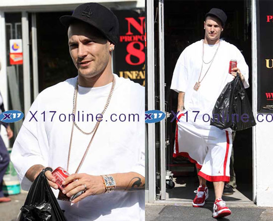 "pictures of celebrities buying tampons в""– 106937"