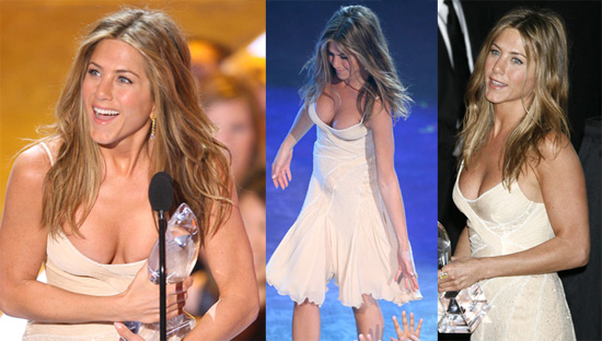 Did Jennifer Aniston get breast implants? (image hosted by teamsugar.com)