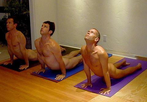 Baru Nih..Yoga Tanpa Selembar Pakaian