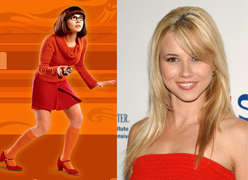 new pink played by linda cardellini velma was a crime busting geeky    Linda Cardellini Velma