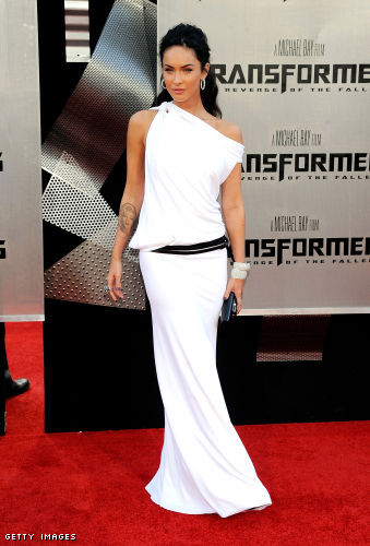 megan fox transformers 2 white dress. Megan Fox chose a white jersey