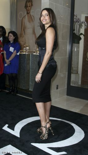 Sofia Vergara curves in a little black dress