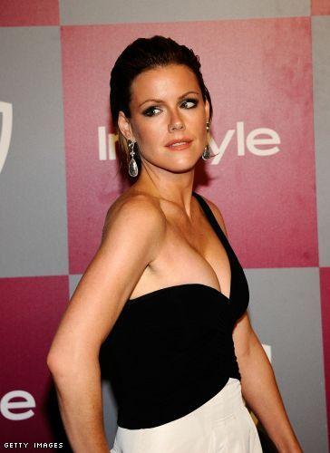 Kathleen Robertson cleavage