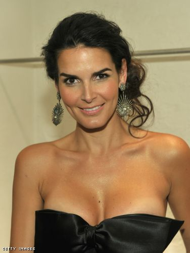 Angie Harmon cleavage