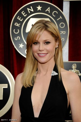 Julie Bowen cleavage