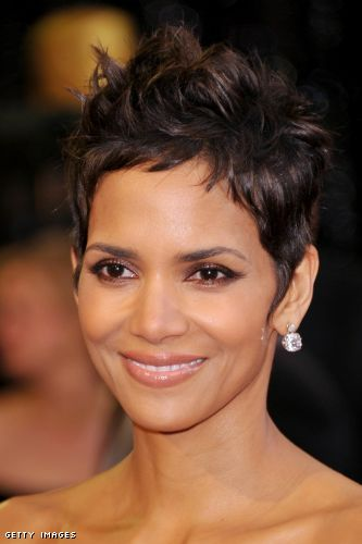 halle berry hair 2011. Actress Halle Berry (hair,