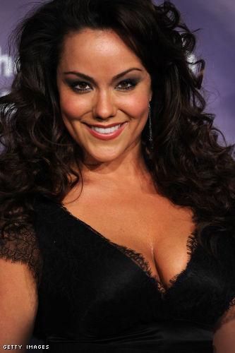 Katy mixon has nice cleavage in low cut little black dress