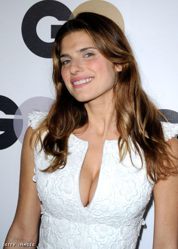 Lake Bell cleavage