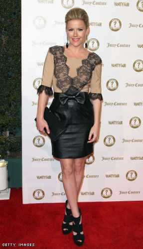 139440720 xxlarge Kathleen Robertson looked outstanding at the VF Anniversary party.