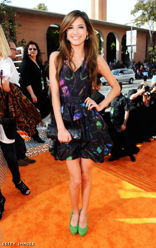 Leila Shams scarab beetle print dress, MCL Design jewelry, Steve Madden green pumps and a Blues by KyKy clutch