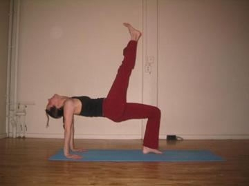my fave 3legged tabletop pose  popsugar fitness